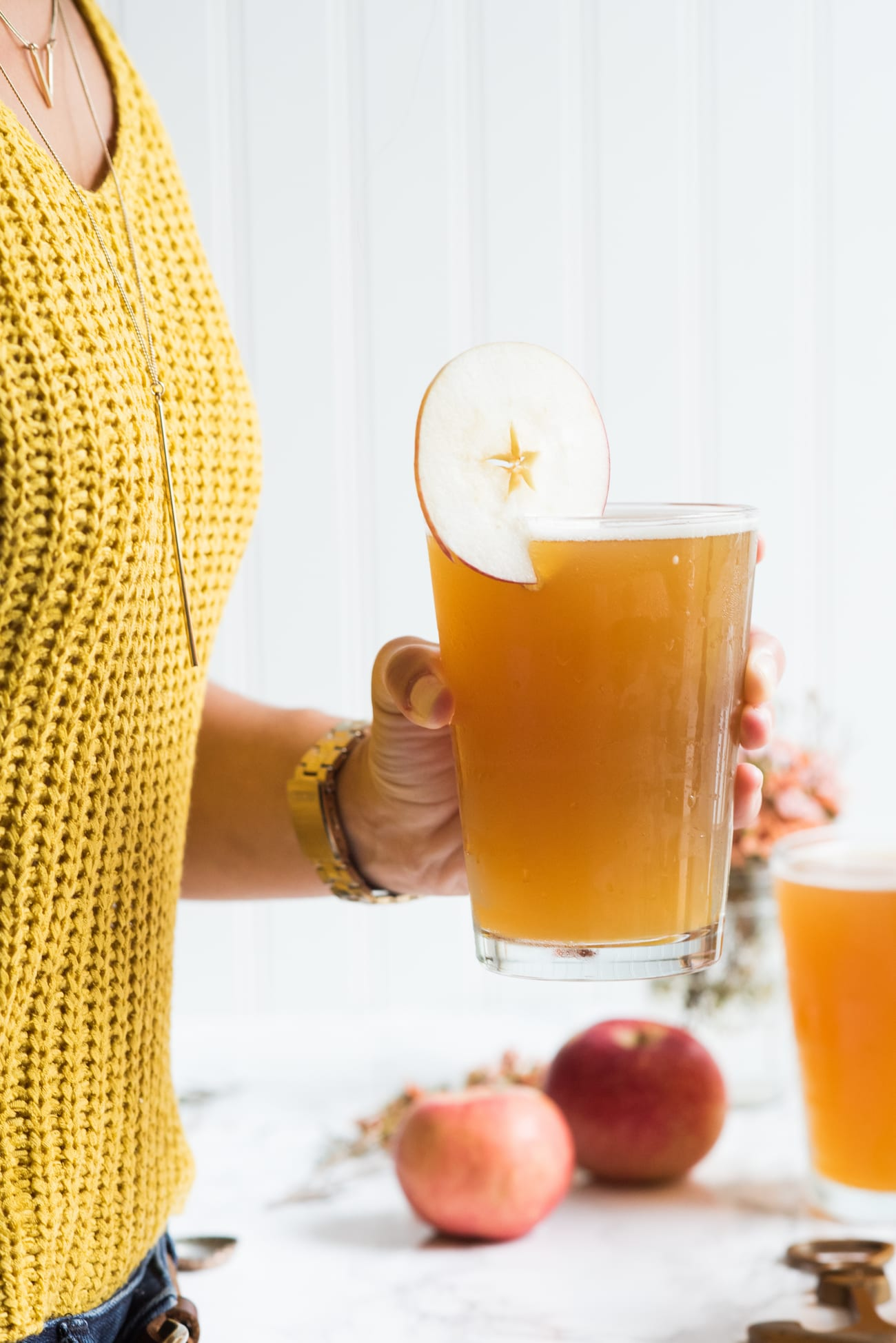 Apple Cider Beermosa | Entertaining tips, party ideas, recipes and more from entertaining blog @cydconverse