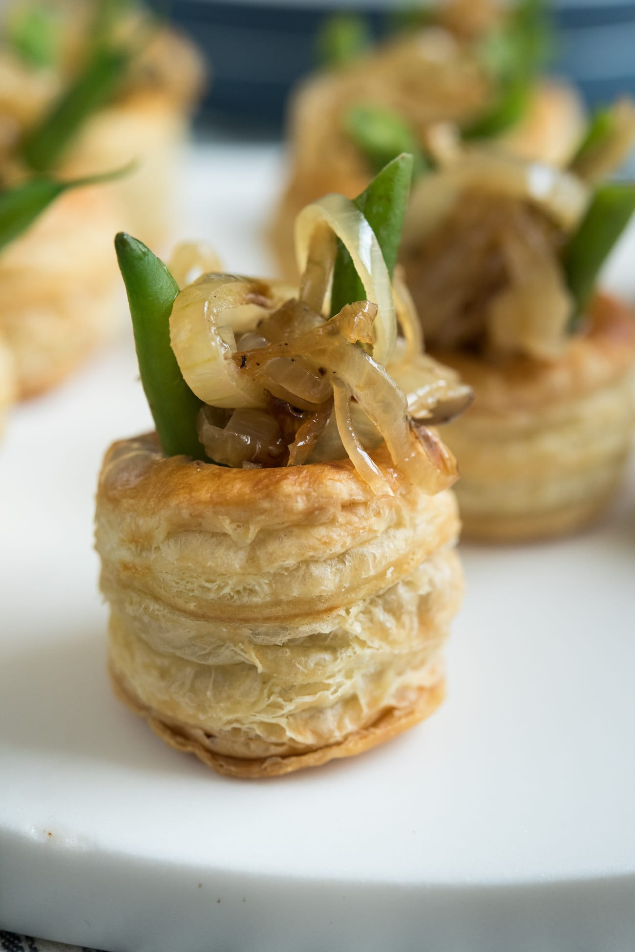Mini Green Bean Casserole Puffs | Unique Thanksgiving recipes, Thanksgiving appetizers and Thanksgiving hosting tips from entertaining blog @cydconverse