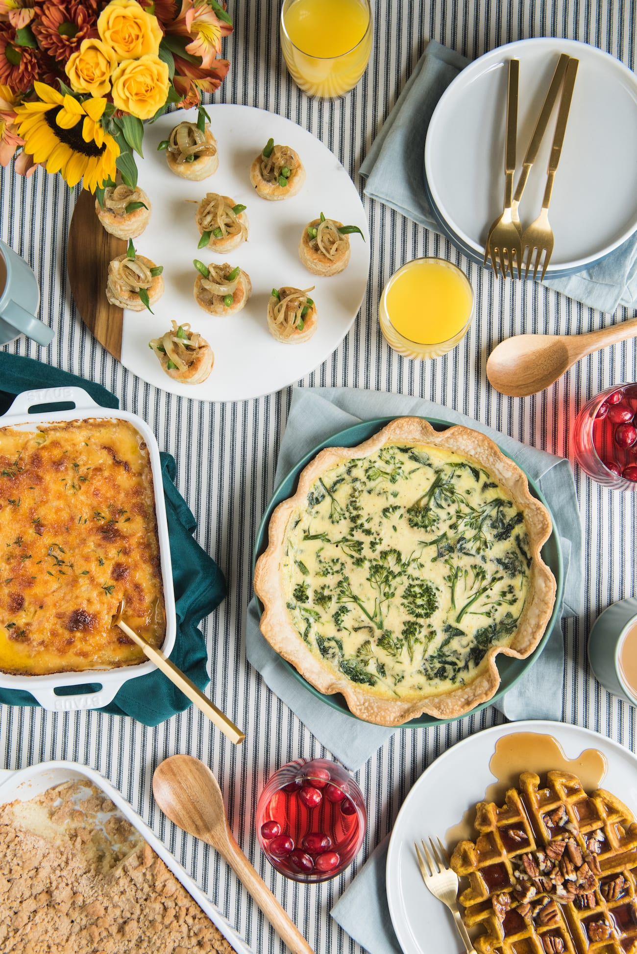 A Friendsgiving Brunch | Friendsgiving ideas, Friendsgiving recipes, entertaining tips and more from entertaining blog @cydconverse