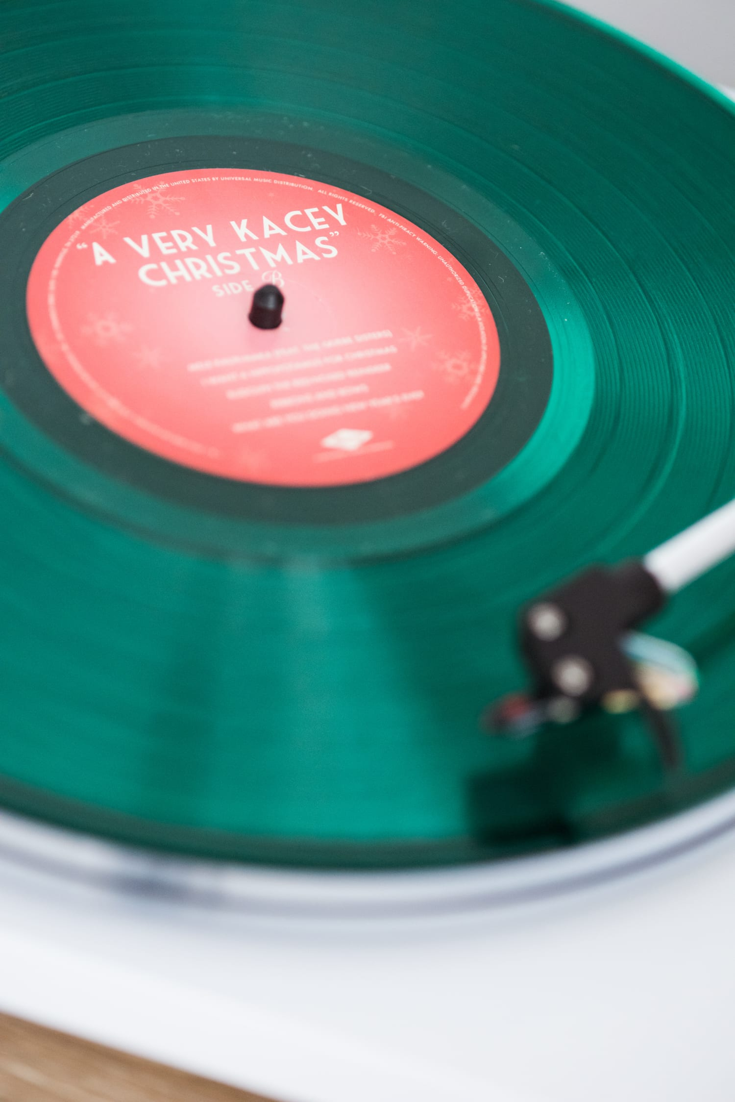 The Best Christmas Albums on Vinyl | Christmas music, holiday entertaining tips, Christmas recipes and more from entertaining blog @cydconverse