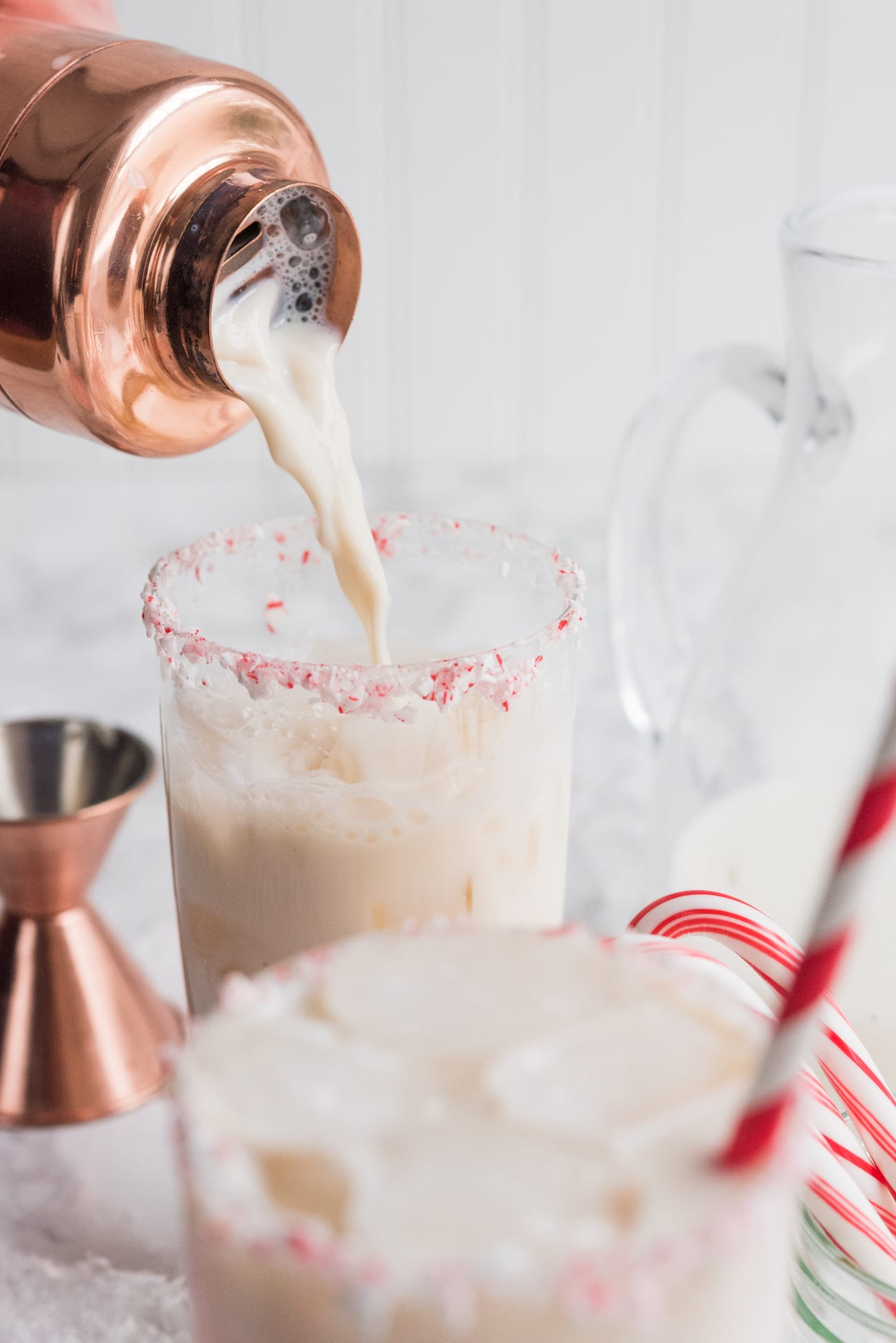 White Chocolate Peppermint White Russian | Christmas cocktails and holiday entertaining tips from entertaining blog @cydconverse