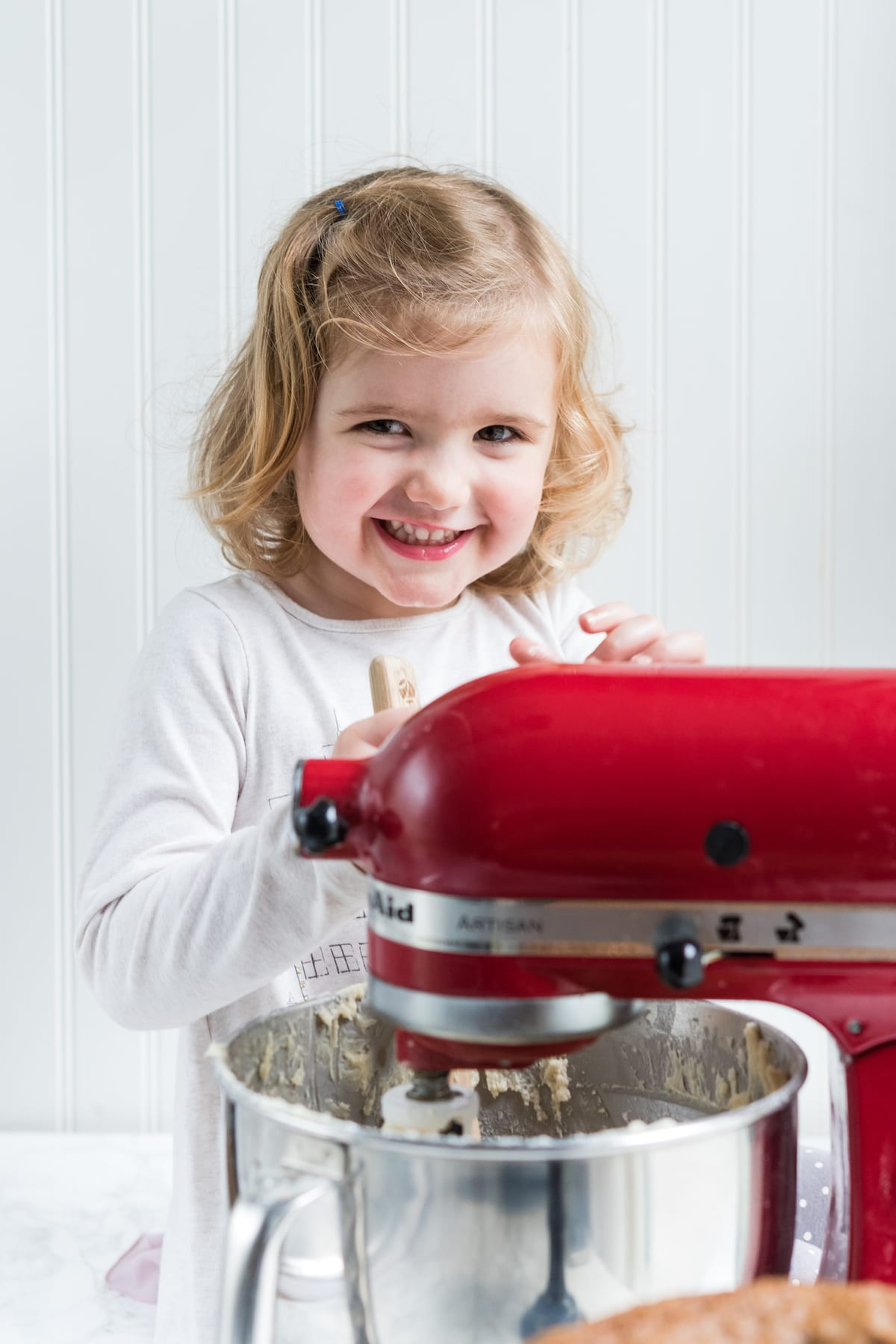 Tips for Baking with Kids and Easy Baking Recipes for Kids | Christmas entertaining, Christmas baking, Christmas cookie recipes and entertaining tips from entertaining blog @cydconverse