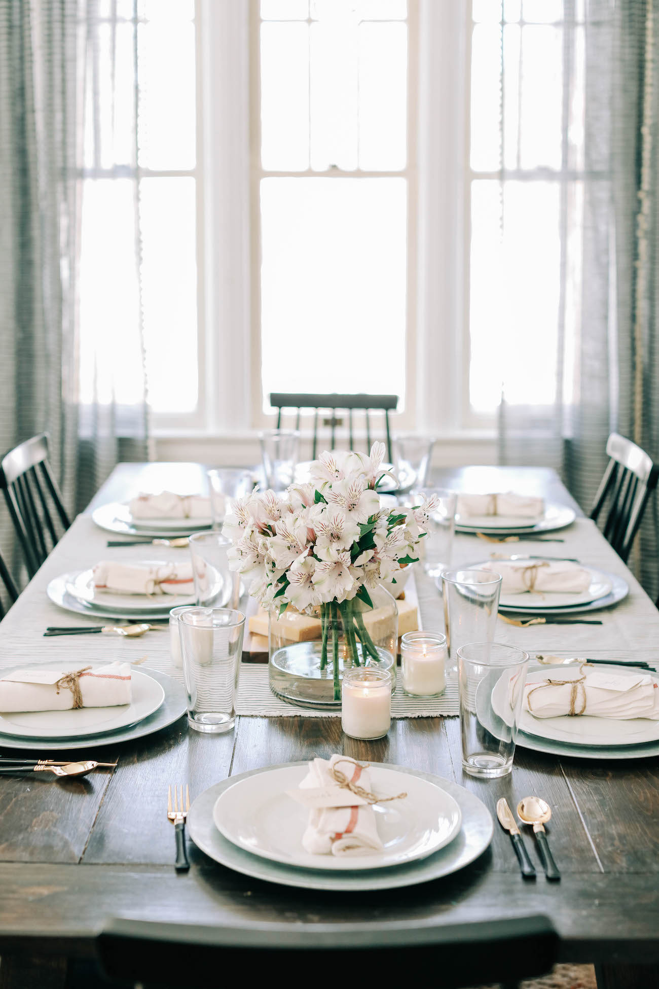 Setting the Table for a Casual Dinner Party | Dinner party ideas, party recipes, cocktail recipes and dinner party ideas from entertaining blog @cydconverse