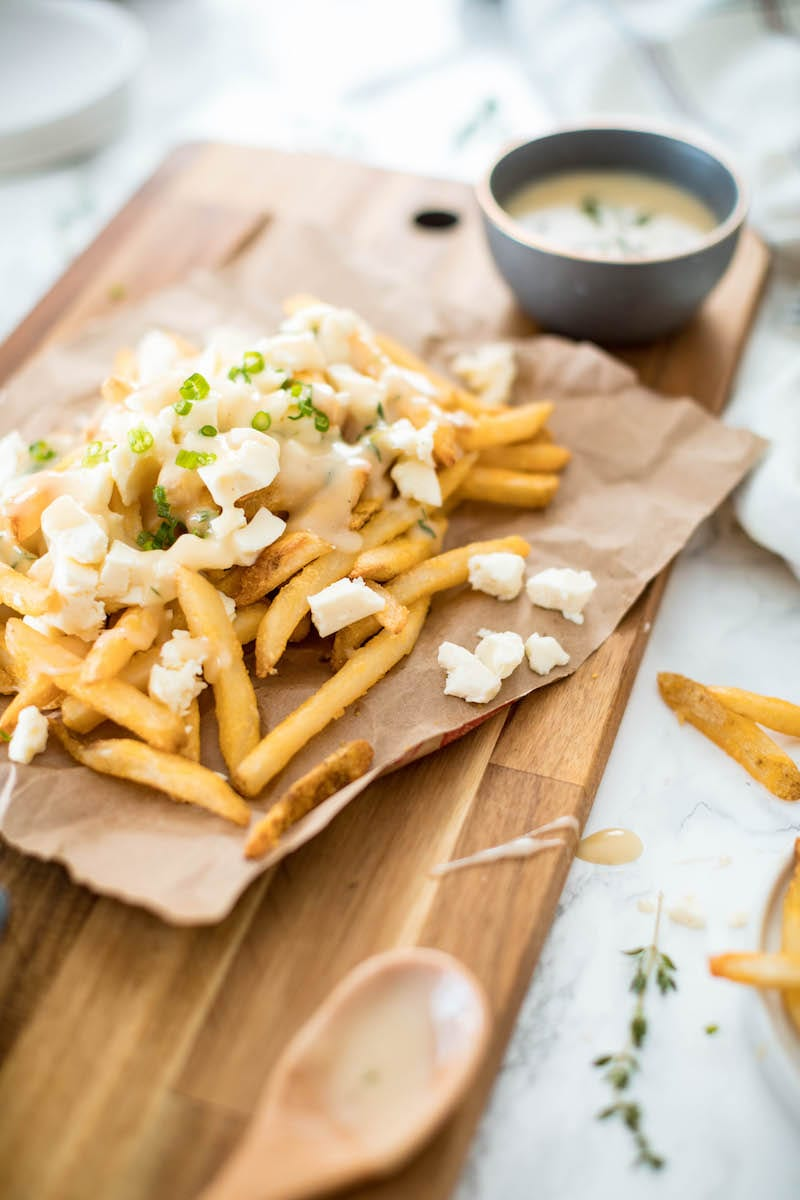Vegetarian Poutine Recipe with Vegetarian Gravy | Entertaining blog, party appetizers, fun party foods and cocktail recipes from @cydconverse