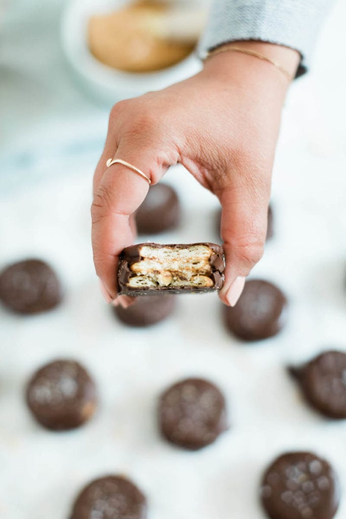 Homemade Peanut Butter Cups Recipe - Easy no-bake desserts, peanut butter desserts and more from @cydconverse