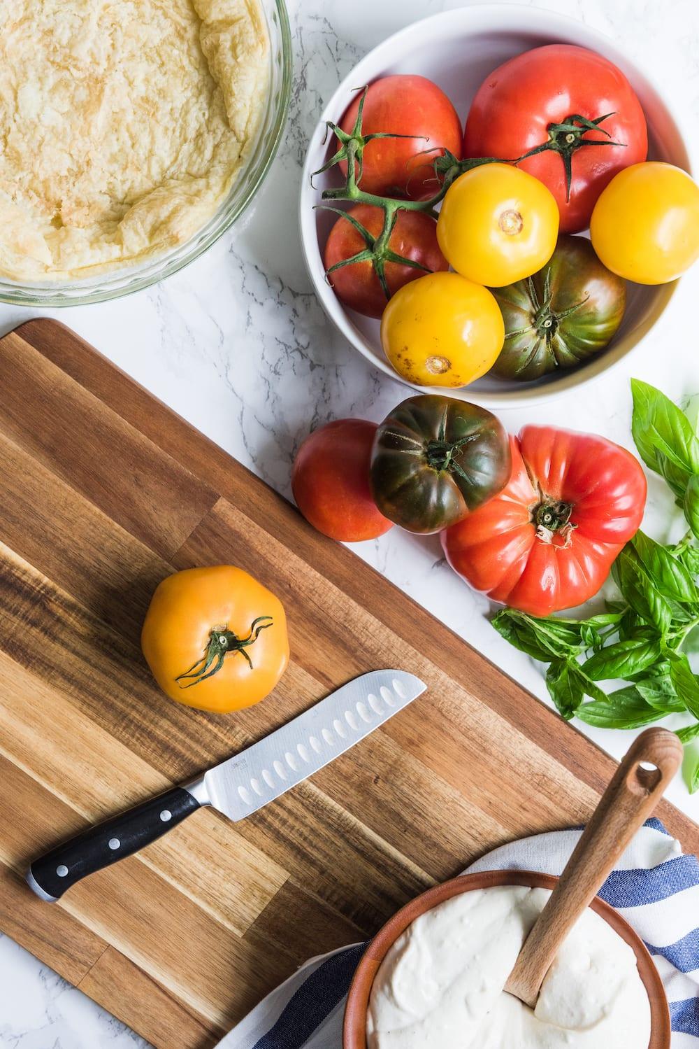 An Easy Tomato Tart: Entertaining ideas, summer party ideas, easy summer recipes from @cydconverse