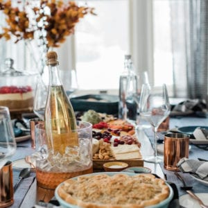 Simple + Elegant Thanksgiving Table Decor thumbnail